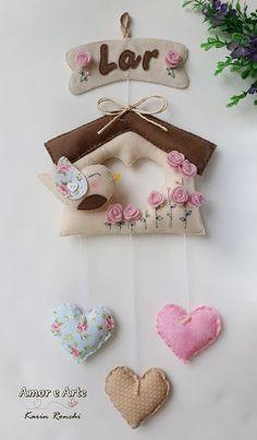 Garland Idea with felt & fabric - Felt house Baby Crafts, Felt Crafts, Diy And Crafts, Arts And Crafts, Coconut Shell Crafts, Felt House, Felt Banner, Home Decor Sets, Felt Birds