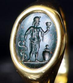 Intailles / Intailles romaines / Intaille romaine montée en bague or. Esculape.