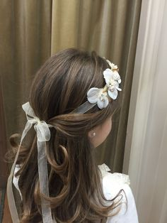 25 First Communion Hairstyles for Long Hair Girls - Cordoba Manuela Jurado Salon Barber Shop - Today Pin Flower Girl Hairstyles, Little Girl Hairstyles, Wedding Hairstyles, Kids Hairstyle, Easy Hairstyles, Première Communion, Holy Communion Dresses, First Communion Hair, Communion Hairstyles