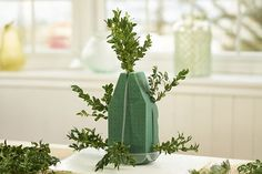 Learn how to make a DIY Christmas tree that's perfect for your table, desk or small area. Add some extra flair with our Christmas tree decoration ideas! Christmas Advent Wreath, Tabletop Christmas Tree, Mini Christmas Tree, Christmas Ideas, Christmas Crafts, Xmas, Christmas Things, Tree Centerpieces, Christmas Centerpieces