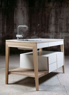 Freestanding kitchen preparation table by Mint