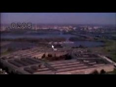 Pentagon Plane crash september 11th NEW ANGLE - YouTube ... NOT A PLANE BUT A MISSLE, see slide by slide. 9/11/2001