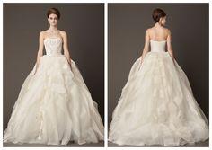 Precioso vestido de #VeraWang para darle un toque diferente a tu look de princesa #bride #dress #boda