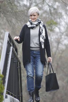 Rainy days and tuesdays mature women fashion, over 50 womens fashion, fashion over 50 Over 60 Fashion, Over 50 Womens Fashion, 50 Fashion, Look Fashion, Fashion Outfits, Fashion Trends, Preppy Mode, Preppy Style, 50 Style