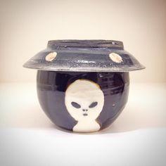 田川亞希さん新入荷続々未確認生物湯呑み蓋つきですがこちらよく見るとUFOです逆さにすると茶托にもなる優れものです #織部 #織部下北沢店 #陶器 #器 #ceramics #pottery #clay #craft #handmade #oribe #tableware #porcelain