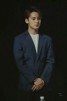 The way I get happy just by looking at him no matter what mood I'm in. My Gravity, Made In Mingyu Mingyu Wonwoo, Seungkwan, Woozi, Mingyu Seventeen, Seventeen Debut, Seventeen Scoups, Seventeen Performance Team, Hip Hop, Kim Min Gyu
