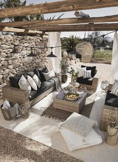 It smells like summer Do you like this little terrace? Outdoor Rooms, Outdoor Sofa, Outdoor Living, Outdoor Furniture Sets, Outdoor Decor, Backyard Patio Designs, Pergola Patio, Patio Ideas, Terrazas Chill Out