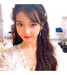 (IU) Braided, Long Hair with flowers Iu Twitter, Koo Hye Sun, Kpop Hair, Iu Fashion, Korean Actresses, Korean Actors, Sweet Style, Kpop Girls, Braided Hairstyles