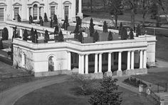 White House Usa, Blair House, Facade House, House Facades, White Exterior Houses, Bedroom Balcony, Art And Architecture, Exterior Design, Wings