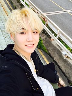 Suga ❤ [Bangtan Trans Tweet] 트럭위에서 \ On top of the truck (OMG JUST LOOK AT HIM I HAVE NO WORDSTD) #BTS #방탄소년단