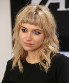 Imogen Poots with her adorable short bangs and wavy mid length hair Vintage Hairstyles, Hairstyles With Bangs, Pretty Hairstyles, Short Fringe Hairstyles, Updo Hairstyle, Wavy Hair, Her Hair, Medium Hair Styles, Curly Hair Styles