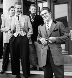 Youth Culture - Teddy Boys - The 'teddy boy' style became popular among some teenage boys. They wore: tight trousers, pointed shoes and brightly-coloured jackets with thin velvet lapels. Hairstyles copied the glamorous look of movie stars. Teddy Girl, Teddy Boys, Teddy Boy Style, Boys Style, Style Men, Mod Fashion, 1960s Fashion, Vintage Fashion, Fashion Black
