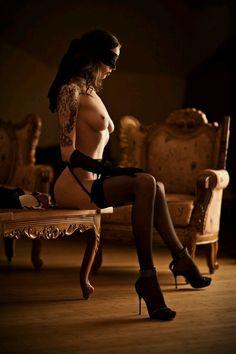 Ao entrares em tua casa eu estarei a tua espera. Elegante e submissa pronta para te servi. - Lady Lucy's