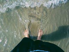 não é água com açúcar que acalma, é água com sal e areia. 🍃