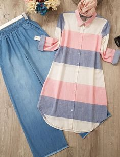 I think wearing those wide-legged pants will look weird on me, so I'll opt for slim-fit pants instead. Hijab Outfit, Hijab Dress, Dress Outfits, Muslim Fashion, Modest Fashion, Hijab Fashion, Fashion Dresses, Kurta Designs, Blouse Designs