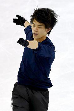 世界選手権に向けて練習をする小塚崇彦 (425×640) http://www.asahi.com/articles/ASH3S3RPDH3SUTQP00L.html