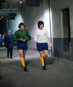 Pat Jennings and Joe Kinnear prepare to walk out to Wembley ahead of the 1971 League Cup final. Football Icon, World Football, Football Kits, Football Jerseys, Pat Jennings, Tottenham Hotspur Players, Bristol Rovers, Spurs Fans, White Hart Lane