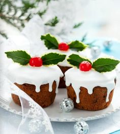 Simple and yummy looking Christmas cupcakes...