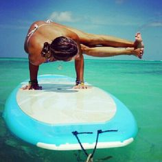 Feel the calm and try yoga on a standup paddleboard Paddle Board Yoga, Standup Paddle Board, Sup Stand Up Paddle, Instagram People, Sup Yoga, Sup Surf, Learn To Surf, Yoga Photography, Yoga Retreat