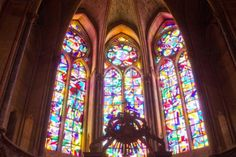 The Cathedral of Reims in France, damaged by German bombings in WWI, has been fitted with three new stained glass windows by the German artist Imi Knoebel. Reims Cathedral, Cathedral Windows, Church Windows, Mother Teresa, Stained Glass Windows, Art World, Home Deco, Google Images, Earth
