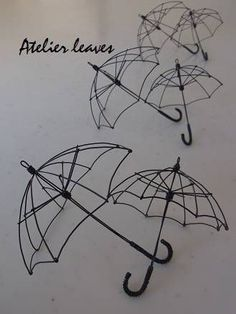 I feel this could be used for something in a cosplay (there's bound to be at least one character who holds an umbrella frame). Tattoo Painting, Stylo 3d, Art Fil, Creative Textiles, 3d Pen, Pen Art, Wire Crafts, Wire Art, Beads And Wire