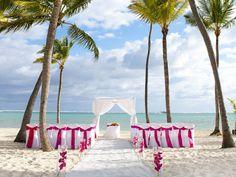 Love this beach wedding. Barceló Bávaro Beach Punta Cana