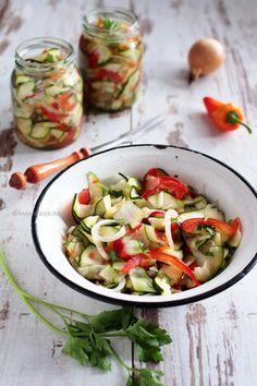 Sałatka z cukinii Caprese Salad, Bruschetta, Fresh Rolls, Cucumber, Food And Drink, Ethnic Recipes, Free, Women, Polish Cuisine