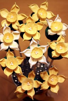 Daffodil Cake Pops on Flickr.  Day 138 Daffodil Cake Pops She (http://lauraloucakes.com) is at it again!  This time she made daffodil cake po...