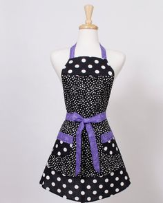 I need to start making aprons! They are so cute and easy!