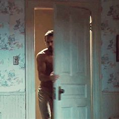 A Casual Reminder That Ryan Reynolds May Never Be Hotter Than He Is in The Amityville Horror Ryan Gosling Shirtless, Ryan Reynolds Shirtless, Shirtless Men, Ryan Reynolds Amityville, Ryan Reynolds Abs, James Mcavoy, Liam Hemsworth, Chris Pine, Idris Elba