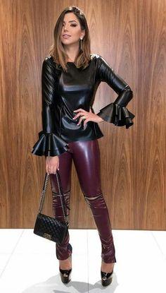 Fashion Moda, Look Fashion, Girl Fashion, Pantalon Vinyl, Leather Tights, Mode Latex, Pernas Sexy, Leder Outfits, Shiny Leggings