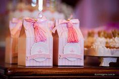 Caixa tipo leite com lembrancinhas para festa princesas!