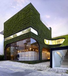 Architects Minsuk Cho and Kisu Park of Mass Studies designed this flora-clad multi-level building to house Belgian fashion designer Ann Demeulemeester's store in Seoul, South Korea. Read more: Foliage Covered Botanical Building by Mass Studies Architecture Durable, Architecture Cool, Sustainable Architecture, Sustainable Design, Sustainable Energy, Residential Architecture, Facade Design, House Design, Architecture Organique