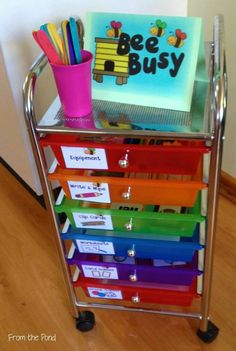 Frog Spot: Bee Busy - A system for your Fast Finishers! What a fun and easy to set up system, I love this idea! First Grade Classroom, Classroom Setting, Classroom Setup, Kindergarten Classroom, School Classroom, Classroom Activities, Future Classroom, Writing Center Kindergarten, Literacy
