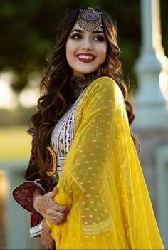 Beautiful Suit, Beautiful Girl Photo, Indian Fashion Dresses, Indian Designer Outfits, Teenage Girl Photography, Girl Photography Poses, Stylish Girls Photos, Stylish Girl Pic, Afghani Clothes