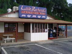 Little Richard S On Country Club Rd Has Been A Winston M Staple Since Owner Bbq Restaurantsbest Bbqwinston Mlocal