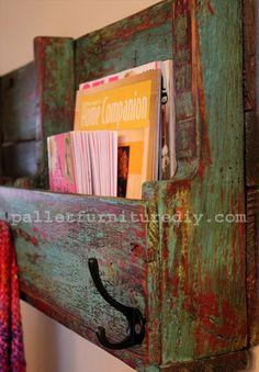 DIY Pallet Wooden Bookshelf