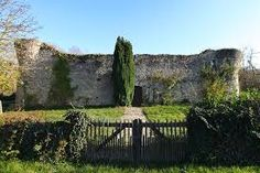 Hasil gambar untuk chateau de challeau
