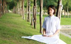 mantra ideal  En la filosofía espiritual de la India, un mantra es una fórmula sonora sagrada. Es una herramienta que sirve para concentrarnos y mantener la mente en paz. Cada quién puede elegir su propio mantra.