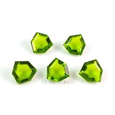 Excellent Cut Peridot Quartz 12x12 mm Fancy Trillion Cutstones - 5 Pieces************************************☆Gemstone - Peridot Quartz☆Shape - Fancy Trillion☆Size - 12x12 mm☆Type - Cutstone ( Point Back )☆Quantity - 5 PiecesIf you have any questions, do not hesitate feel free to contact us! We would love to hear from you.www.etsy.com/shop/pbgemstones*************************************************************Please Note : There Can Be Modest Changes in Natural Gemstones