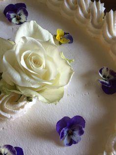 40-vuotiskakku Sannalle 17.9.16 Icing, Desserts, Food, Tailgate Desserts, Deserts, Essen, Postres, Meals, Dessert