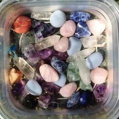 Crystals And Gemstones, Stones And Crystals, Crystal Room, Crystal Aesthetic, Vintage Hippie, Crystal Meanings, Cute Jewelry, Spirituality, Quartz