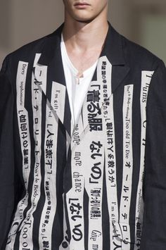 Yohji Yamamoto Spring 2018 Men's Fashion Show Details Men Fashion Show, Fashion News, Men's Fashion, Fashion Design, Fashion Trends, Yohji Yamamoto, Textiles, La Mode Masculine, Studio 54