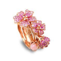 Les trois bagues fleurs de cerisier de Morphée Joaillerie à porter séparément ou ensemble en saphir et or rose opale célèbrent le printemps