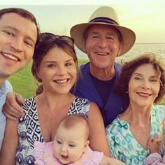 The Bush family: Harry & Jenna Bush Hager with daughters Mila and Poppy, Laura & (former President) George Bush. Laura Bush, Barbara Bush, Jenna Bush Hager, George Bush Family, Faire Part Chic, American Presidents, American History, Former President, Second Child
