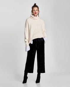 Find out what to wear culottes in the winter to look stylish. How to choose winter culottes and with what shoes to wear them? Winter Outfits For Work, Casual Winter Outfits, Fall Outfits, Fashion Outfits, Gaucho Pants Outfit, Black Culottes Outfit, Culottes Outfits, Wide Pants Outfit, Harem Pants
