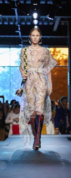 Diane Von Furstenberg Spring-summer 2018 - Ready-to-Wear Spring Summer 2018, Fashion Week, Diane Von Furstenberg, Ready To Wear, Runway, Sari, Boho, Chic, How To Wear
