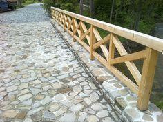 Droga z kamienia naturalnego, połączenie kamienia z drewnem.   Zobaczcie nasze realizacje na www.hanwil.pl biuro@hanwil.pl tel: 667 083 023
