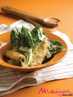 닭안심 튀김을 곁들인 시저 샐러드