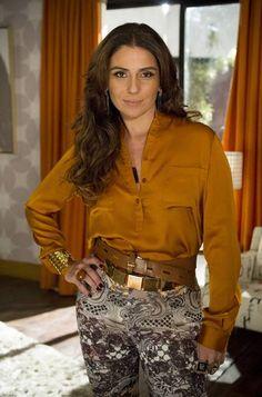 O esmalte marrom, usado pela personagem Heloisa (Giovanna Antonelli), é da marca Speciallità, da coleção Gio Emoções, cor Ímpeto.